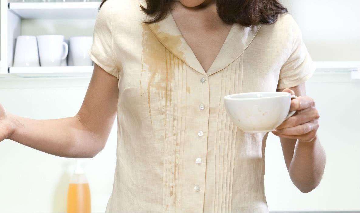 3 dicas para aprender, fazer e retirar manchas de chá das roupas