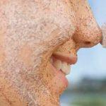 Conheça a receita ideal para esfoliar o rosto com chá verde e mel