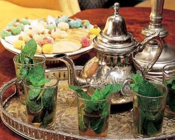 Oriente: conheça o saboroso chá árabe