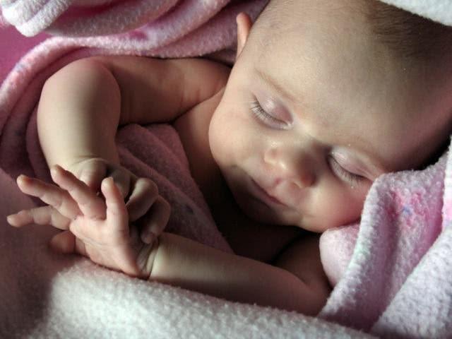 Benefícios do chá de erva cidreira para bebês