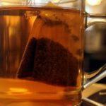 Chá preto em excesso pode causar câncer, aponta estudo