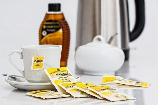 Aprenda a fazer o chá de saquinho sem derramar