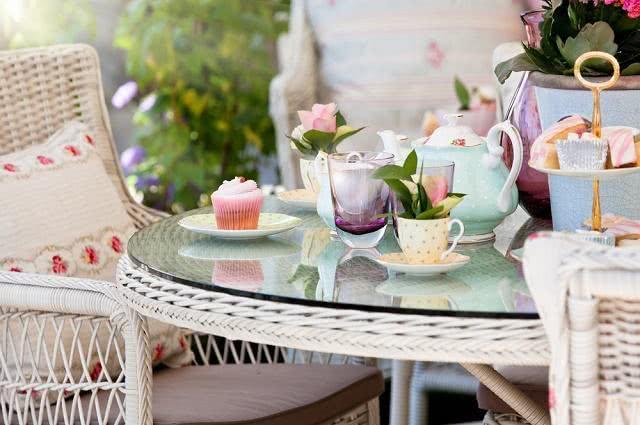 Imagem de mesa para reunião de chá da tarde